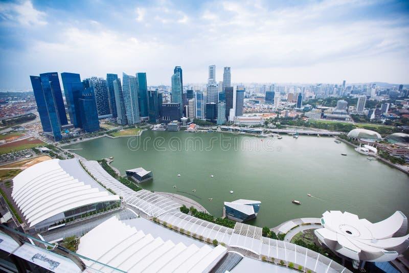 SINGAPORE - JANUARI 20, 2014: Stedelijk landschap van Singapore Horizon en moderne wolkenkrabbers van bedrijfsdistrict Marina Bay stock foto