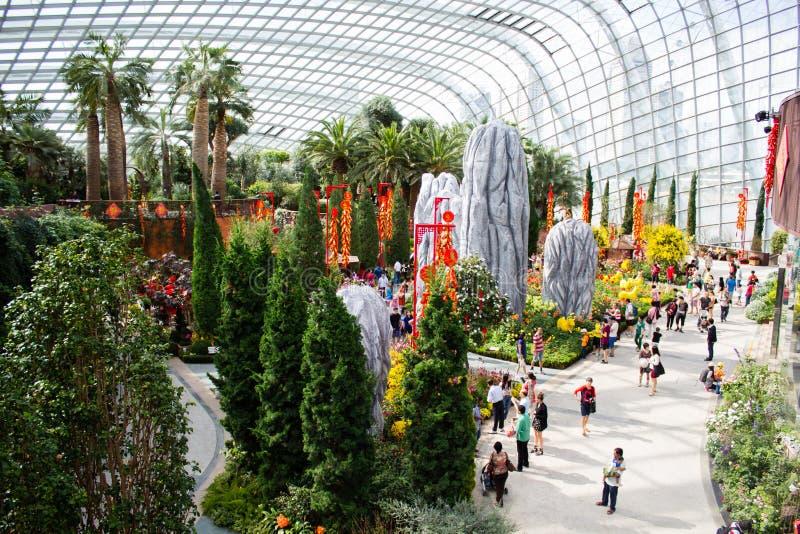 Singapore - 31 Januari 2015: Turister går omkring i Singapor arkivbild