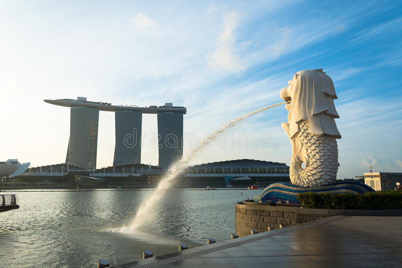 SINGAPORE, JUL 16 2015 : The Merlion and the Marina Bay Sands Re royalty free stock photos