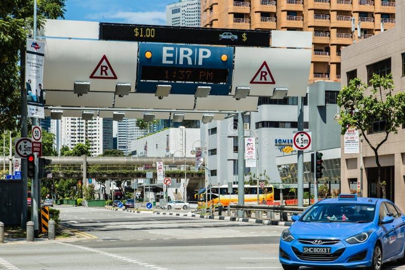 SINGAPORE-JUN 3 2017年:新加坡在街道上的ERP系统在市中心 免版税库存照片