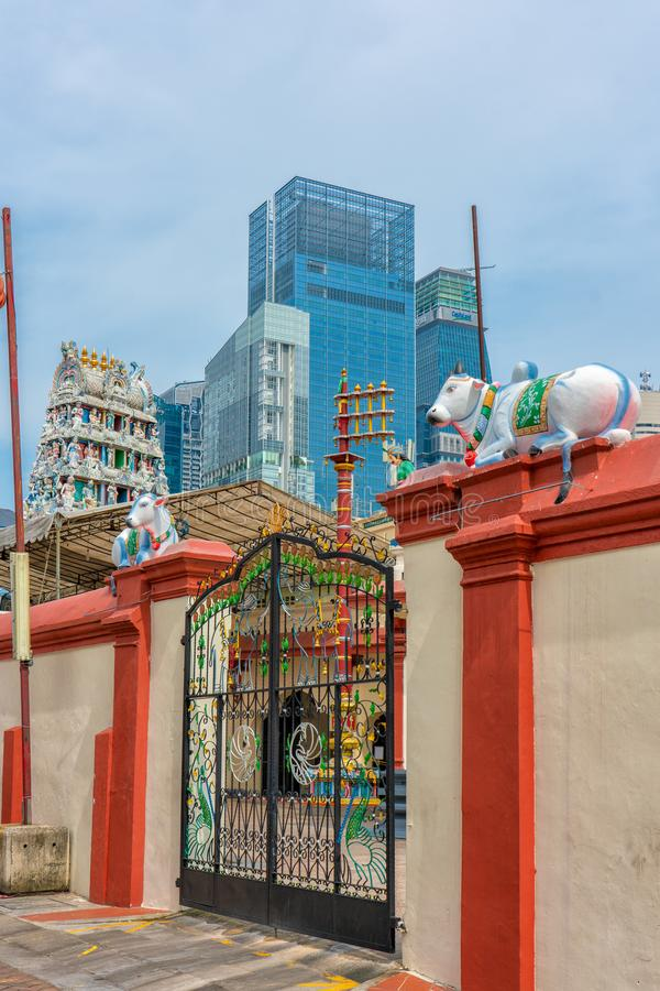 Singapore - Juni 10, 2018: Den Sri Mariamman templet i kineskvarter royaltyfria foton