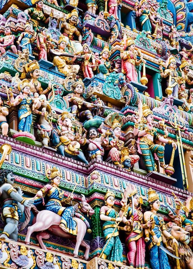 SINGAPORE, SINGAPORE - MAART 2019: De ingewikkelde Hindoe-kunst en de godslastering op de gevel van Sri Veeramakaliamman Temple i royalty-vrije stock foto's