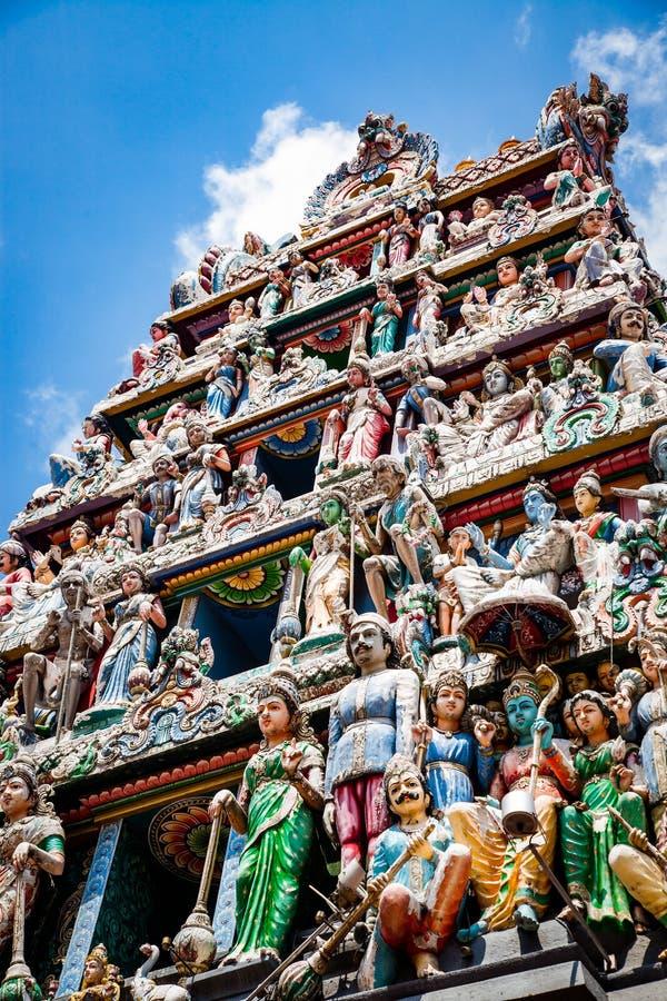 SINGAPORE, SINGAPORE - MAART 2019: Het dak van een Srimahamariamman hindu-tempel stock foto