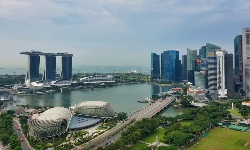 SINGAPORE - Maj 7, 2017: Panorama över Marina Bay royaltyfri fotografi