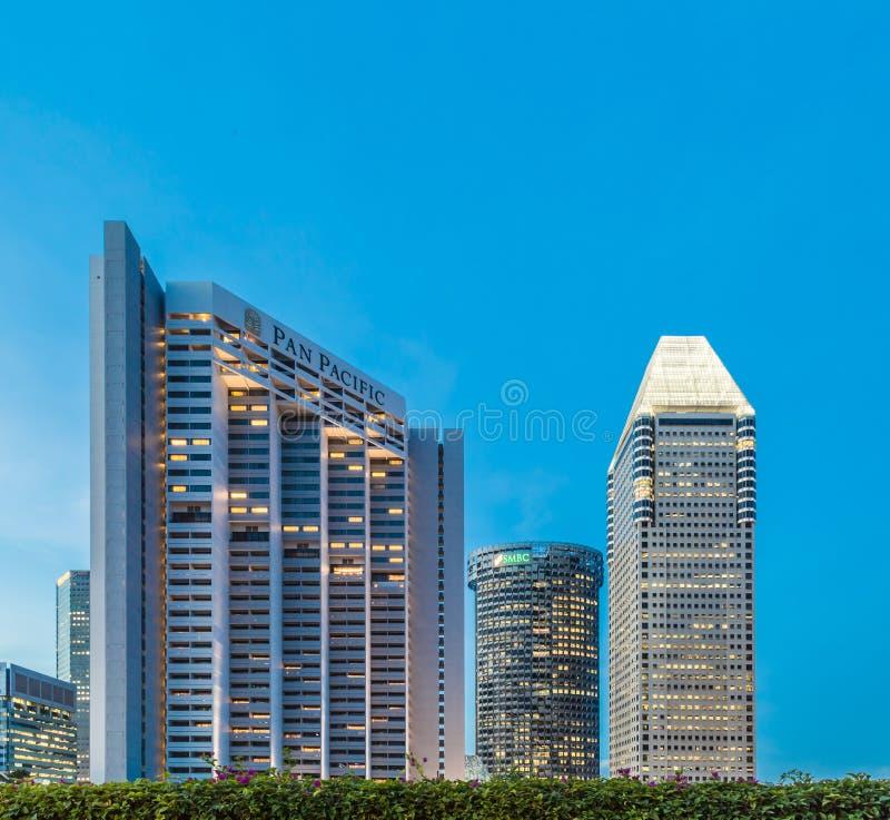 SINGAPORE-MAY 24 2017: f?r hotellomr?de f?r panna Stillahavs- sikt f?r natt f?r horisont arkivfoto