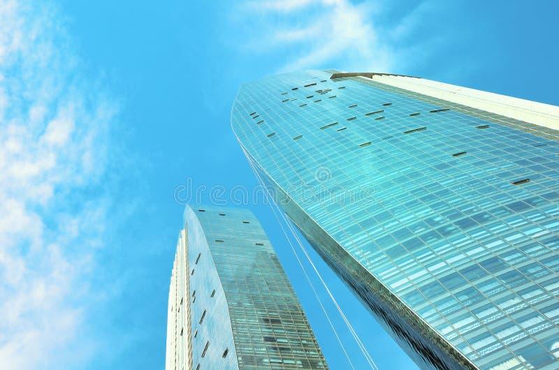 SINGAPORE 6 MEI, 2016: De gebouwen van het wolkenkrabbersbureau van moderne megalopolis in Singapore de stad in stock afbeelding