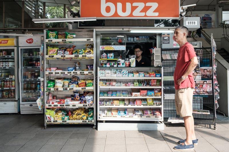 Singapore-04 MEI 2019: Van de het Gemakopslag van Singapore de lokale kleinhandelsmening van het de voorgeveldetail royalty-vrije stock fotografie
