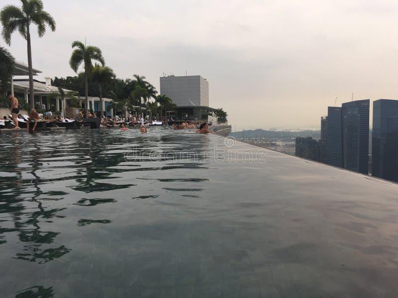 Singapore, mening van de pool in Marina Bay Sands stock afbeeldingen