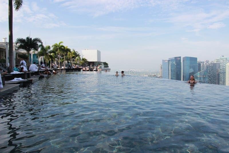 Singapore, mening van de pool in Marina Bay Sands stock afbeelding