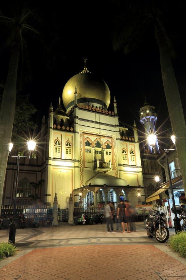 Singapore: Nacht die van Masjid Sultan Singapura Mosque wordt geschoten stock afbeeldingen