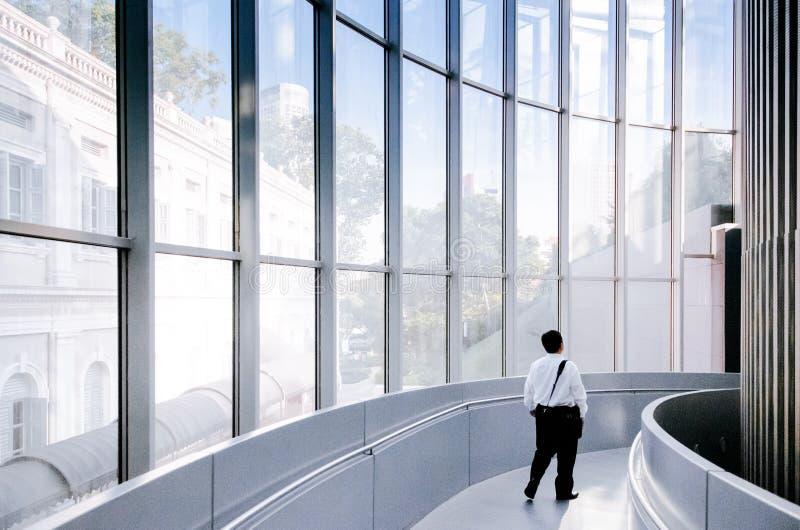 Singapore nationellt museum med den moderna takfönstergllassväggen och c arkivbilder