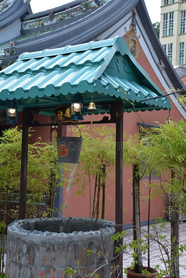 Singapore, oude stads Chinese tempel goed en bamboeinstallaties stock foto
