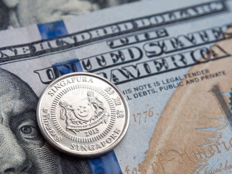 Singapore pengar till oss dollarutbyte på dollarbakgrund arkivbilder