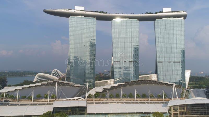 Singapore - 25 September 2018: Stäng sig upp för Marina Bay Sands, Singapore och underbar cityscape i solig dag skjutit fotografering för bildbyråer