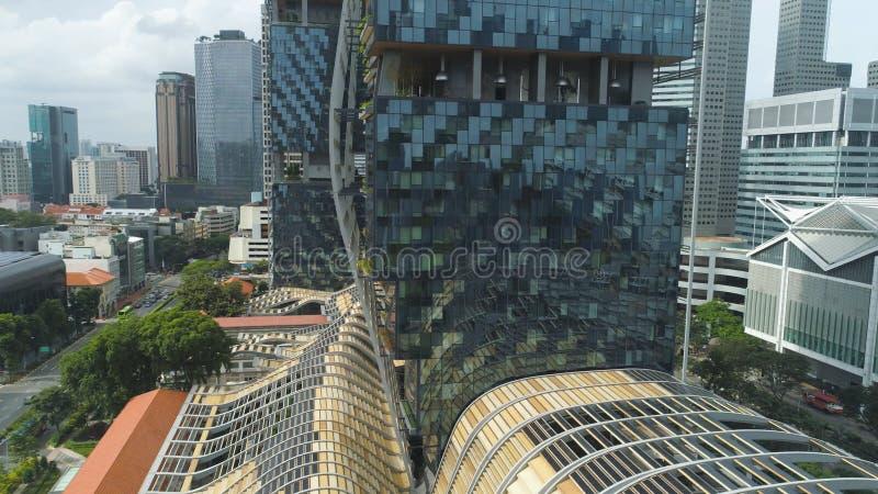 Singapore - 25 settembre 2018: Vista alta vicina per la costruzione verticale della foresta nel centro della città, risparmio del immagini stock libere da diritti