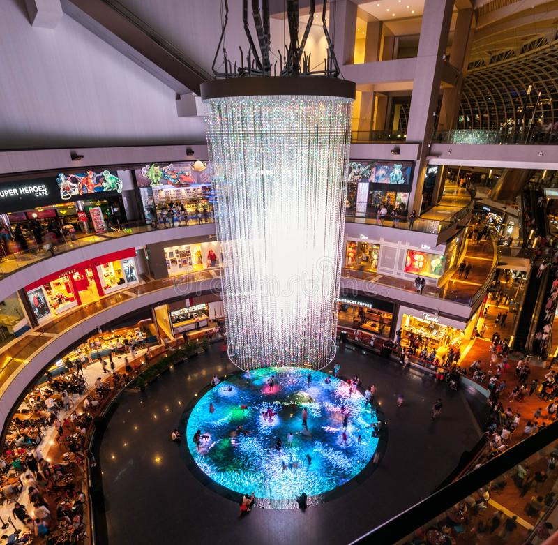 2019-06-29 Singapore shoppesna på Marina Bay Sands - Digital ljus kanfas arkivfoton