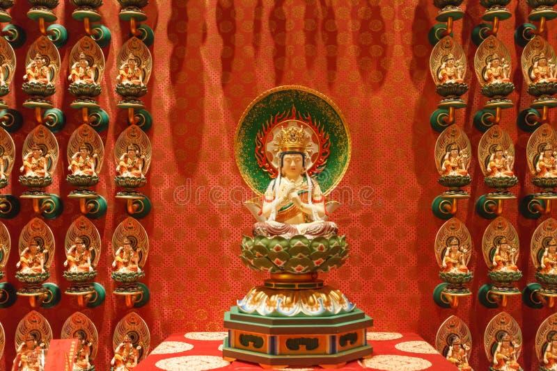 SINGAPORE/SINGAPORE - 27 MARZO 2014: Tempio cinese rosso, Buddha fotografia stock