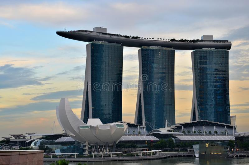 Download Singapore Skyline With Marina Bay Sands ArtScience Museum Editorial Stock Image - Image: 30545114