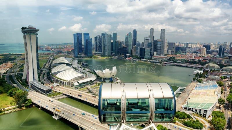 Singapore stadshorisont, marinafjärd från överkant av den Singapore reklambladet, Singapore royaltyfri fotografi