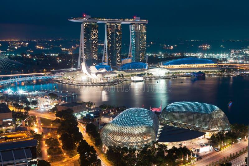 Singapore vid natt fotografering för bildbyråer