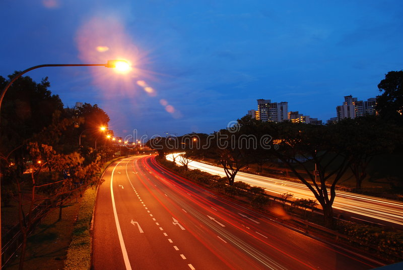 Singapore weg bij avond royalty-vrije stock afbeelding