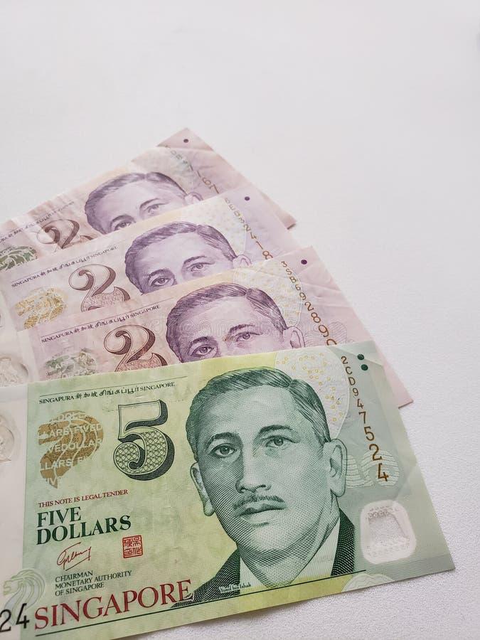 Singaporean bankbiljetten en witte achtergrond stock foto