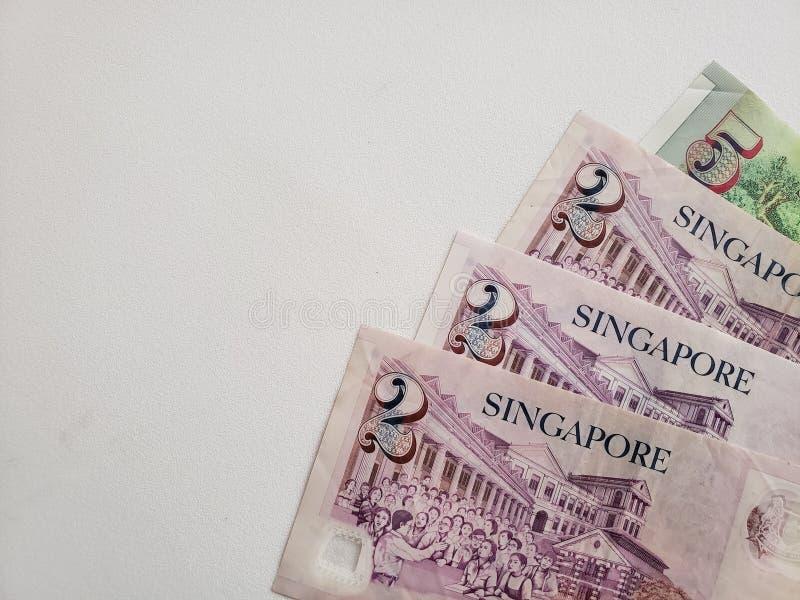 Singaporean bankbiljetten en witte achtergrond stock fotografie