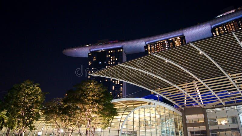SINGAPOUR - 2 avril 2015 : Vue de nuit chez Marina Bay Sands Resort Hotel Hôtel et le plus cher de luxe en monde photo stock