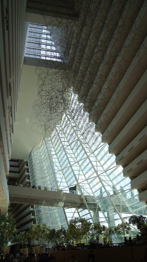 SINGAPOUR - 1er avril 2015 : Vue intérieure de l'hôtel de Marina Bay Sands, lobby d'un des hôtels les plus luxueux dans image libre de droits