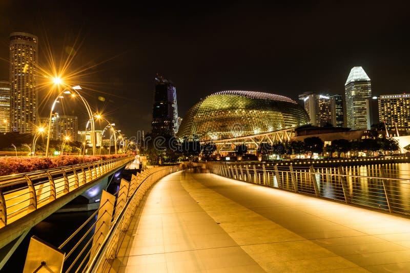 SINGAPOUR - 23 NOVEMBRE 2016 : scène de nuit au théâtre d'esplanade photos stock
