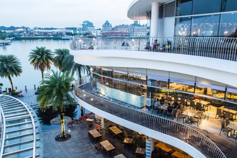 Singapour 26 SEPTEMBRE 2017 : Vue de nuit de paysage de centre commercial de Singapour VIVOCITY photos stock