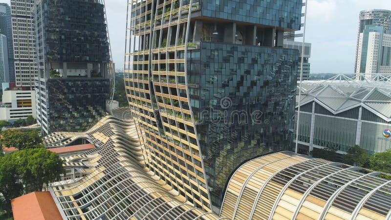 Singapour - 25 septembre 2018 : Vue haute étroite pour le bâtiment vertical de forêt au centre de la ville, économie de nature photo libre de droits