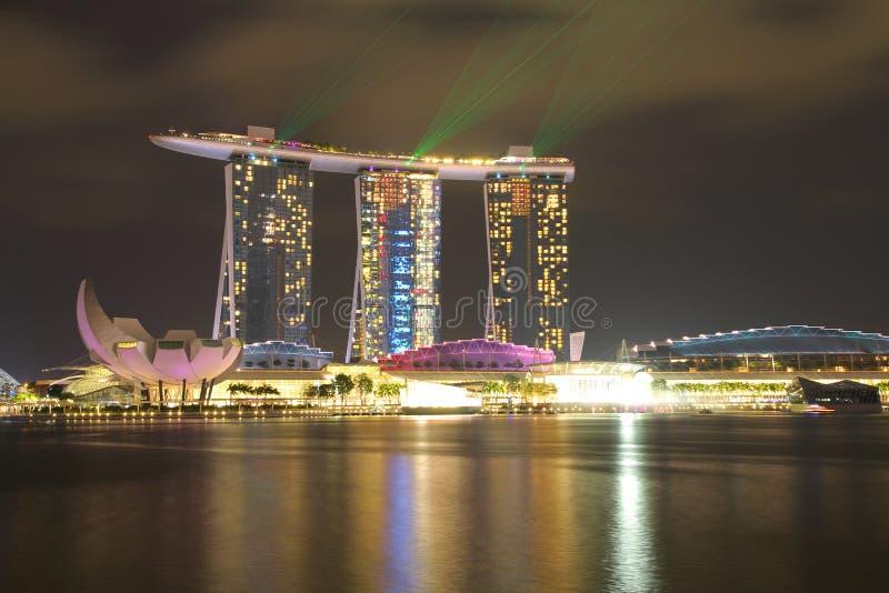 SINGAPUR - ABRIL 10,2016: Horizonte para la arena de la bahía en Singapur fotografía de archivo libre de regalías