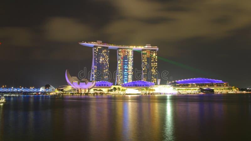 SINGAPUR - ABRIL 10,2016: Horizonte para la arena de la bahía en Singapur imágenes de archivo libres de regalías