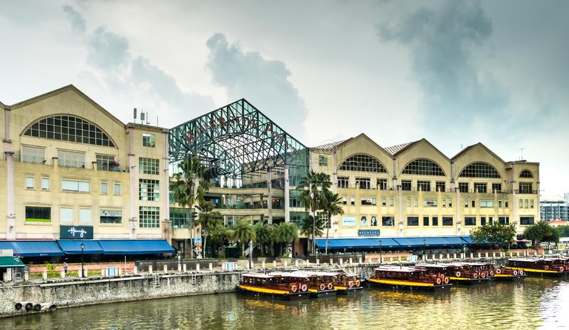 Singapur-24 AUG 2018: Widok budynku Riverside Point, miejsca nocnej rozrywki obraz stock