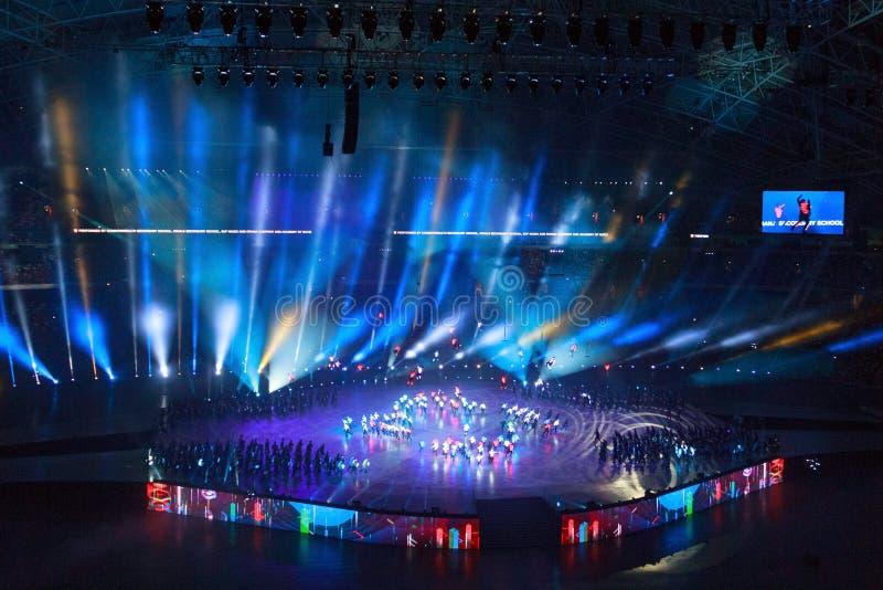 Singapur - AUGUST 09, 2016: Elektrische Beleuchtung und Aufführungen bei der Parade des Nationaltags 2016 stockbilder