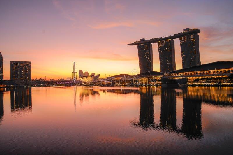 Singapur-Bucht bei Sonnenaufgang stockbilder