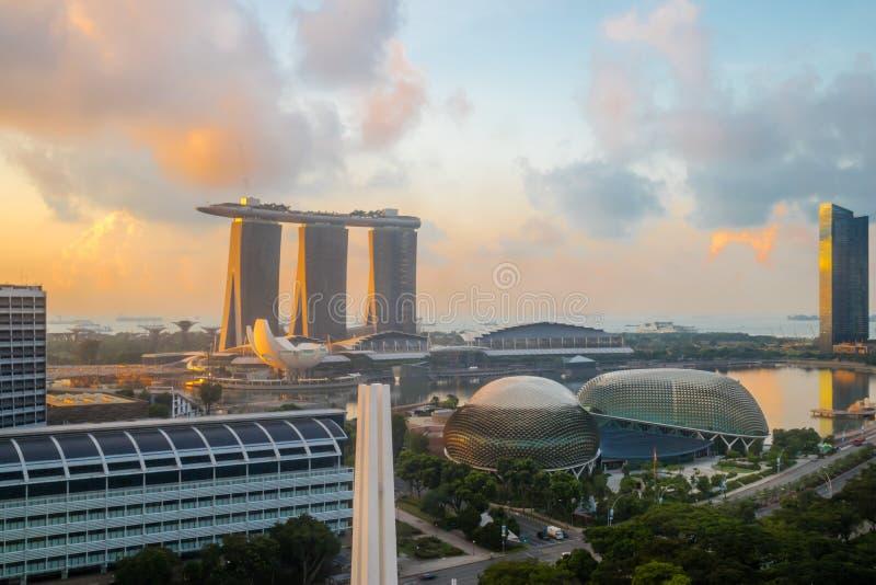 Singapur céntrico, teatros de la explanada en la bahía, Marina Bay Sa foto de archivo