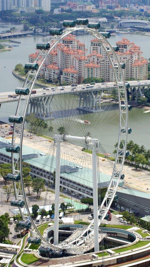 SINGAPUR - 2 de abril de 2015: Vista aérea del carril del aviador y del hoyo de Singapur de la pista que compite con del Fórmula  foto de archivo libre de regalías