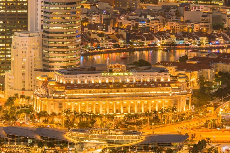 Singapur - 5 de agosto de 2014: Hotel de Fullerton encendido foto de archivo libre de regalías