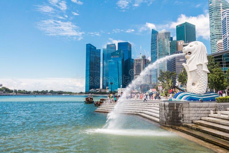 SINGAPUR 15 de agosto de 2016 la fuente de Merlion en Singapur imagenes de archivo