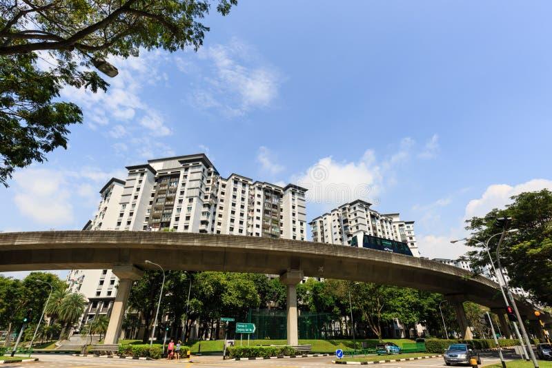 Singapur 5 DE ENERO DE 2019: Línea del cielo de Singapur LRT en área de la construcción residencial foto de archivo libre de regalías