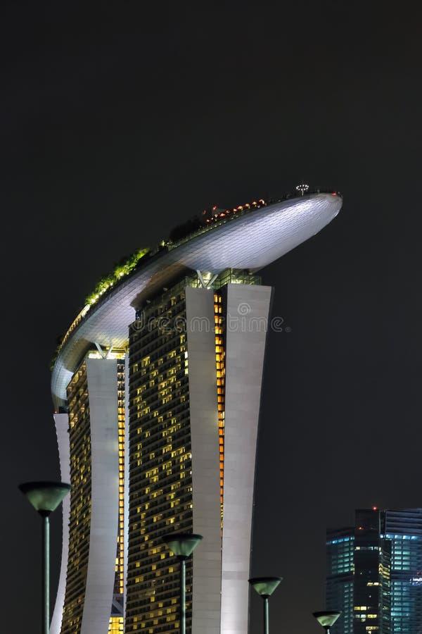 SINGAPUR - 3 DE FEBRERO: Opinión de la noche del hotel de Skypark adentro imagen de archivo libre de regalías