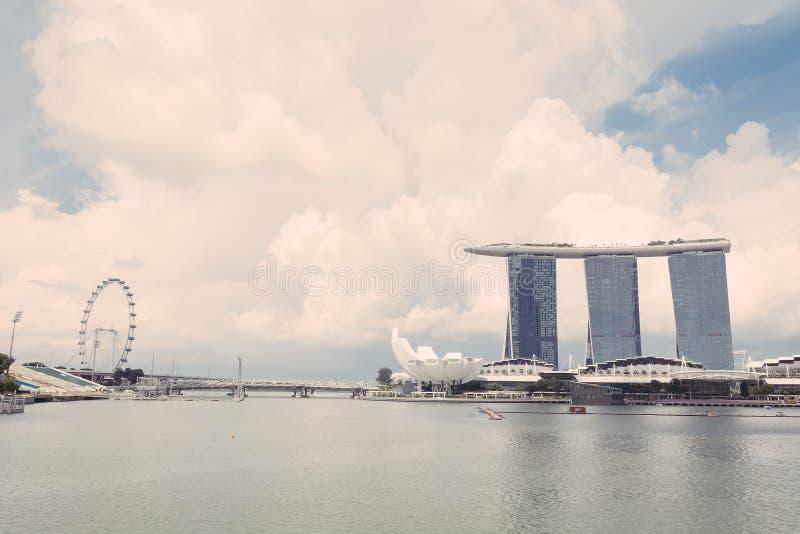 SINGAPUR 15 de julio de 2015: Marina Bay Sands Resort en Singapur fotografía de archivo libre de regalías