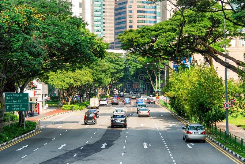 SINGAPUR - 12 DE JULIO DE 2008: Tráfico de ciudad en un verano hermoso DA fotografía de archivo libre de regalías
