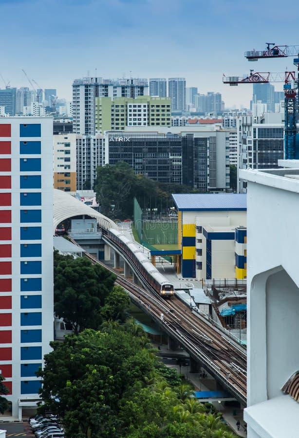 SINGAPUR 19 DE JUNIO DE 2017: Estaci?n del MRT de Singapur en ?rea residencial foto de archivo