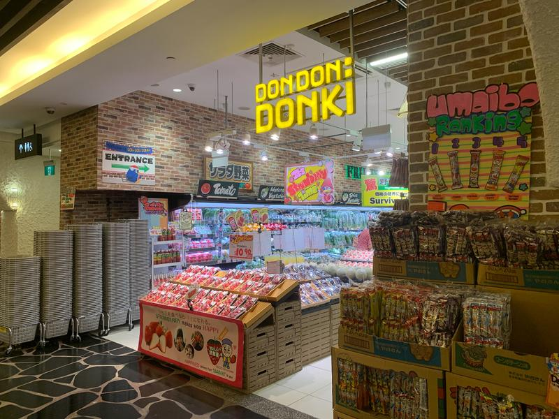 Singapur, Singapur - 2 de mayo de 2019: Don Don Donki Store en la central de la huerta en Singapur fotografía de archivo