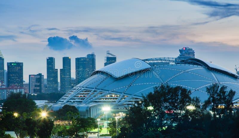 SINGAPUR 4 DE MAYO DE 2017: Horizonte del área central de Singapur con el nuevo estadio imagen de archivo libre de regalías
