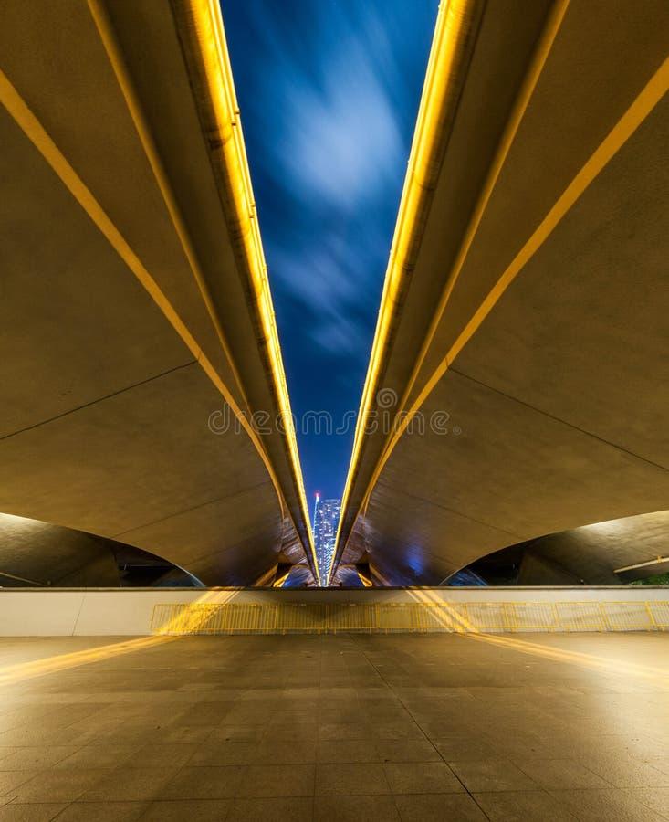Singapur - Esplanade-Brücke von unterhalb stockfoto
