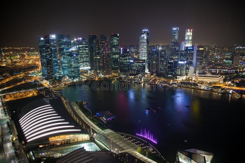 Singapur-Geschäftszentrum nachts lizenzfreie stockbilder